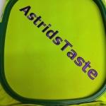Schort voor @AstridsTaste onder de machine
